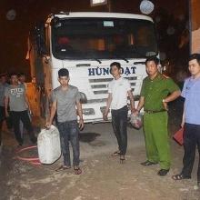Đến cây xăng hút trộm dầu hàng loạt xe ô tô tải đậu qua đêm
