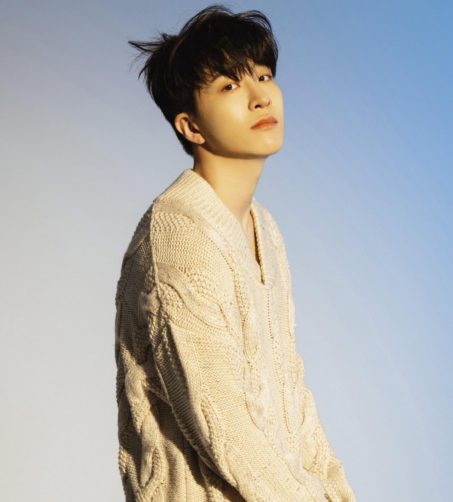 """Sao Hàn ngày 17/9: IU quyên góp 850 triệu won kỷ niệm 13 năm debut; """"LALISA"""" phá kỷ lục album bán chạy nhất tuần đầu"""