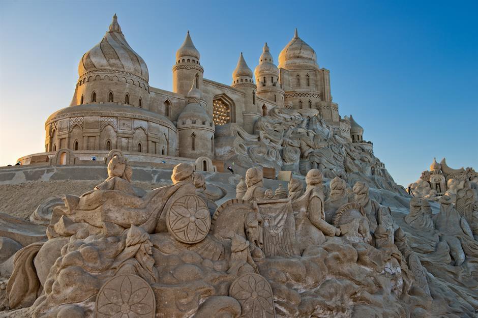 Trầm trồ trước những kiệt tác điêu khắc cát độc đáo
