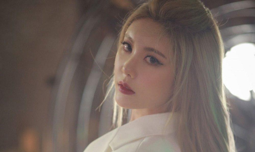 Sao Hàn ngày 26/9: Kim Jung Hyun lần đầu lên tiếng sau scandal liên quan đến bạn gái cũ Seo Ye Ji