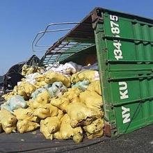 lat xe container cho dua tren deo hai van