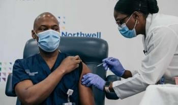 Pháp: Kiên quyết áp dụng luật vắc xin Covid-19 cho công dân nghĩa vụ