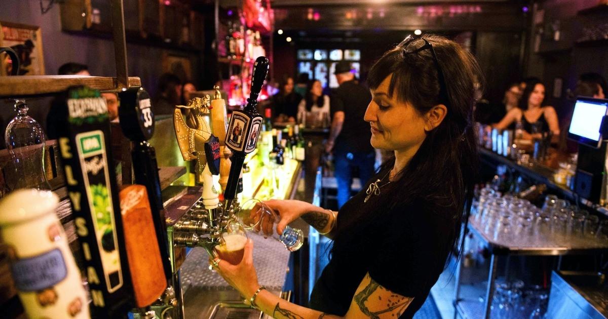 Los Angeles (Mỹ): Quy định chống dịch Covid-19 mới trong các quán bar và câu lạc bộ đêm