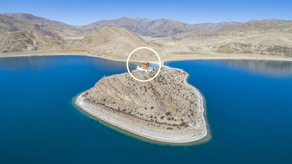 Ngôi chùa bí ẩn ở Tây Tạng, nằm trên hồ thánh là hóa thân con gái Long Vương