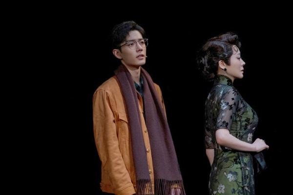 Tiêu Chiến hào hoa, phong nhã hút hồn fan trên sân khấu kịch nói