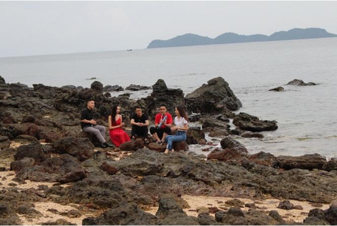 Khám phá Đảo Đá Dựng