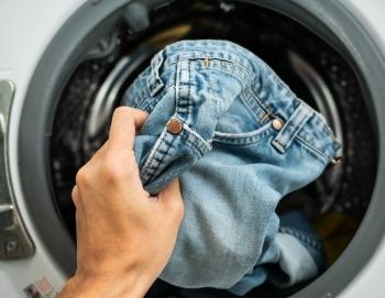 Bí quyết để quần jeans luôn như mới khi giặt bằng máy