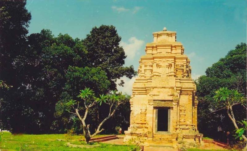 Về Tây Ninh khám phá tháp cổ