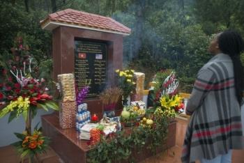 Lễ tưởng niệm 20 năm tai nạn trực thăng trong hoạt động tìm kiếm người Mỹ mất tích trong chiến tranh