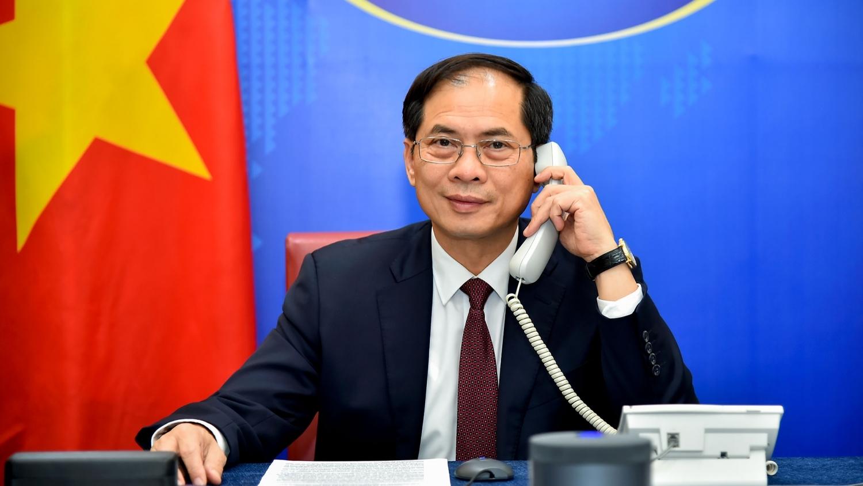 Bộ trưởng Ngoại giao Bùi Thanh Sơn điện đàm với Bộ trưởng Ngoại giao Cuba