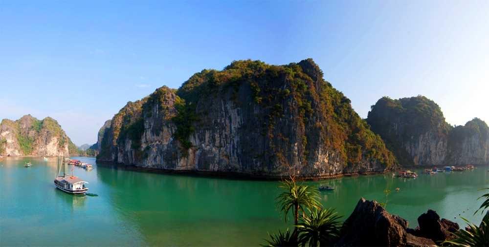 Vụng Hà - Thiên đường của đá và nước