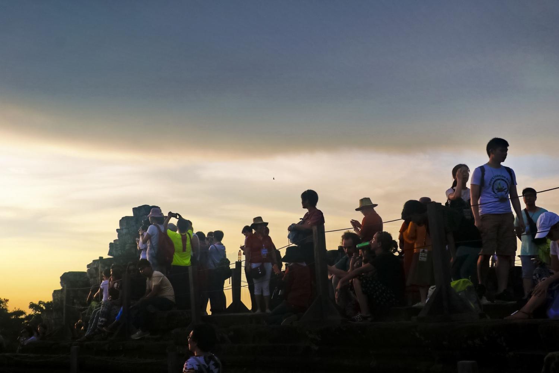 Thử một lần lên đỉnh Bakheng ngắm hoàng hôn