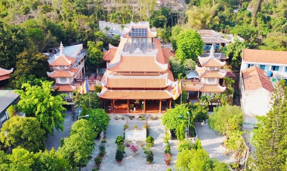 Chùa Long Sơn - Không gian thiền tịnh giữa lòng phố biển
