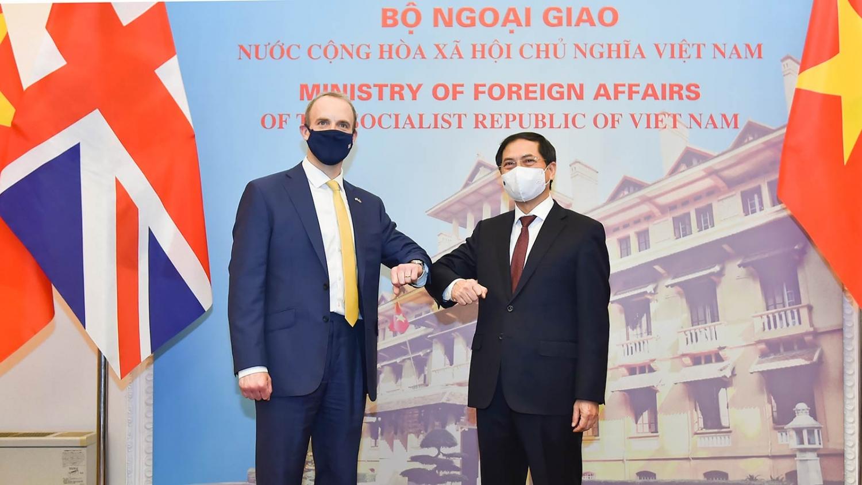 Bộ trưởng Ngoại giao Bùi Thanh Sơn hội đàm với Bộ trưởng thứ nhất, Bộ trưởng Ngoại giao và Phát triển Anh
