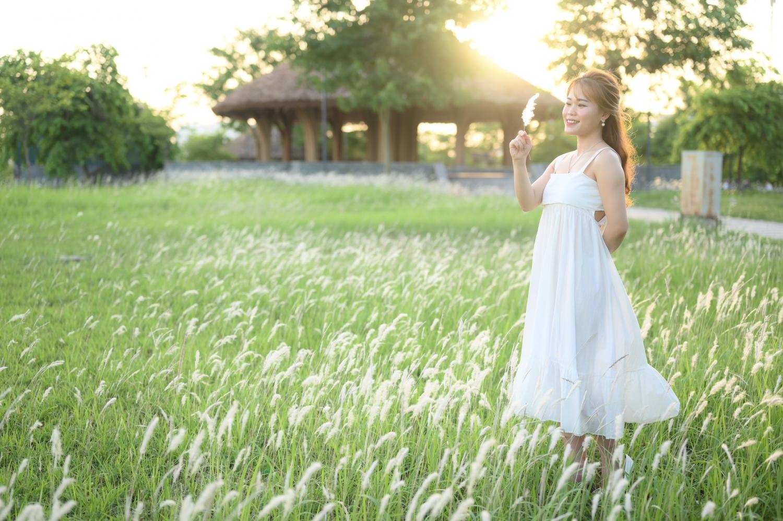 Cánh đồng cỏ lau đẹp như tranh vẽ tại công viên Văn Lang