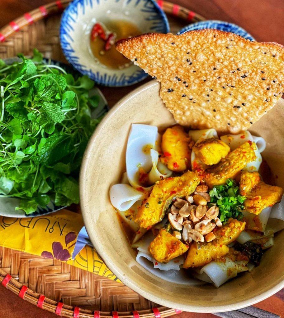 Bánh xèo, mì Quảng lọt top 9 món ăn Việt phải thử do Tạp chí du lịch Rough Guides bình chọn