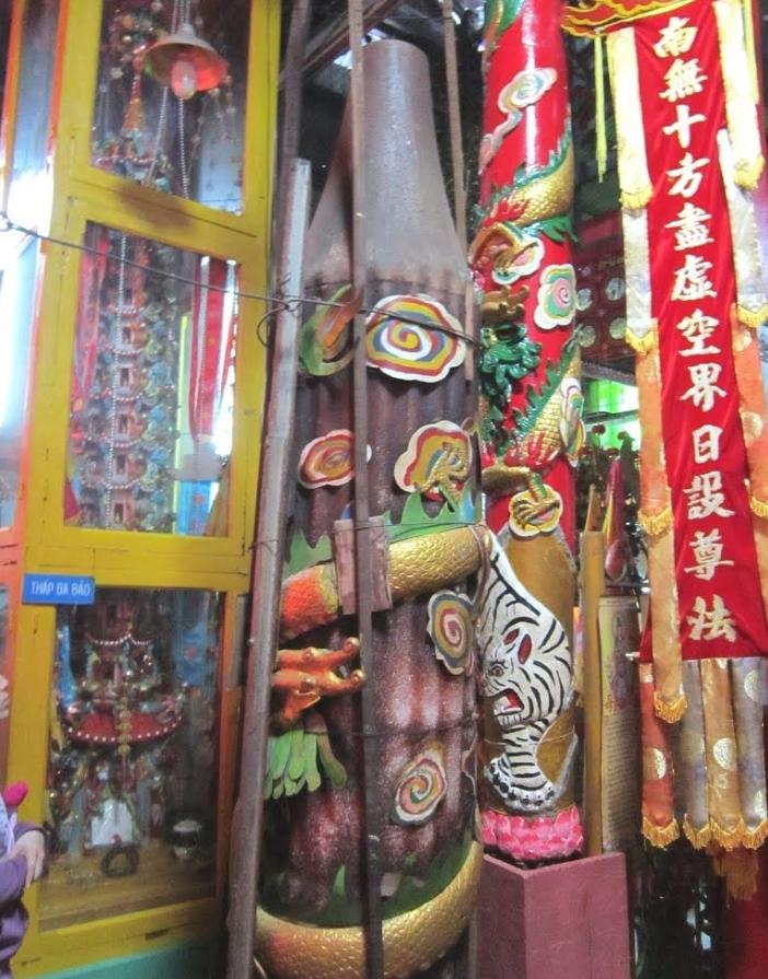 ghe tham ngoi chua co 8 cay nen khong lo co the chay hang tram nam