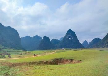 Độc đáo hồ nước biến mất vào mùa khô ở Cao Bằng