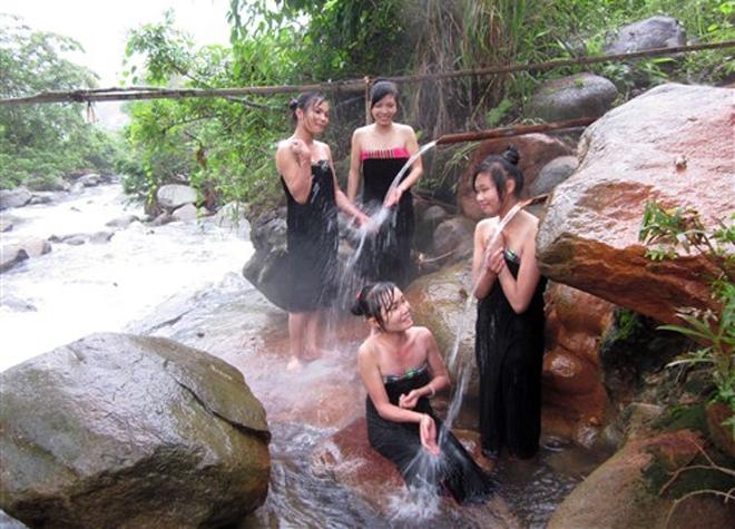 Trải nghiệm tắm suối nước nóng ở Phong Dụ Thượng