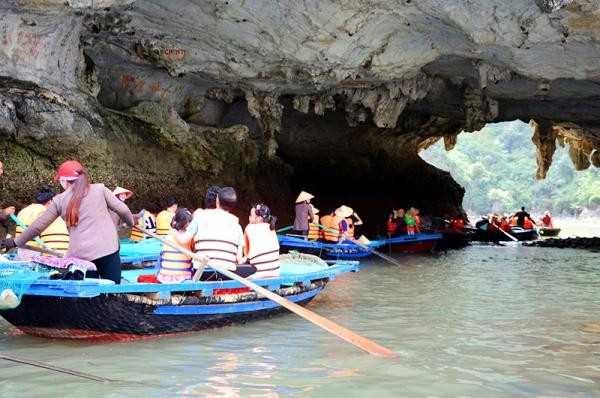 Tiềm năng du lịch từ các hồ, áng trên Vịnh Hạ Long