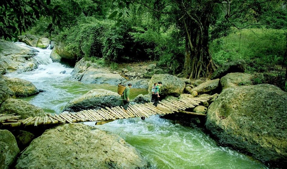 Huyền ảo những thác nước nguyên sơ ở Mường Trời