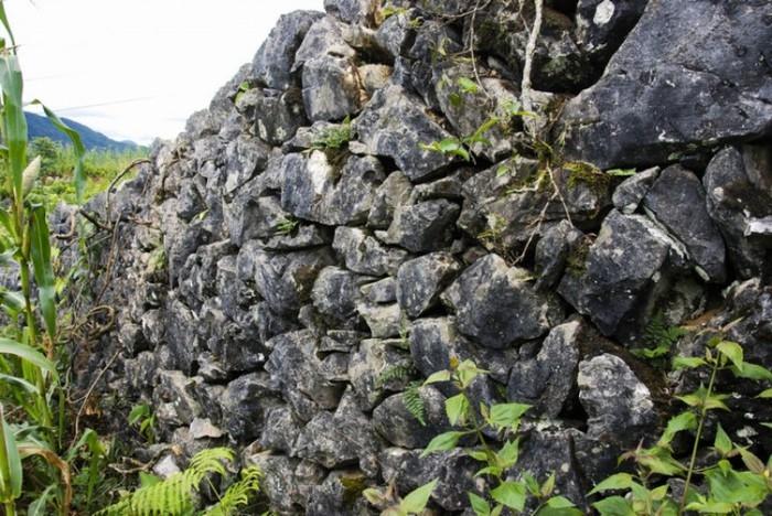 Cao nguyên đá Tủa Chùa và bí mật Di tích Thành Vàng Lồng
