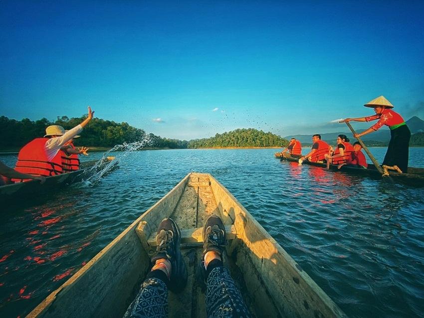 Mênh mông sóng nước hồ Pá Khoang