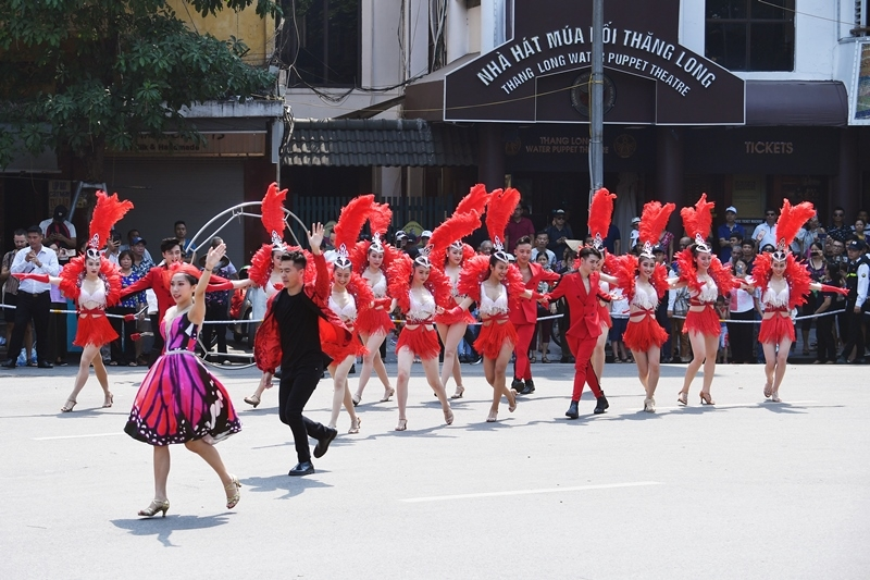 cuoi tuan nay ha noi lai tung bung voi carnival duong pho quanh ho guom