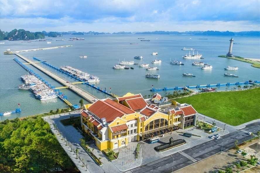 Hạ Long: Thí điểm tổ chức dịch vụ ăn uống trên tàu du lịch
