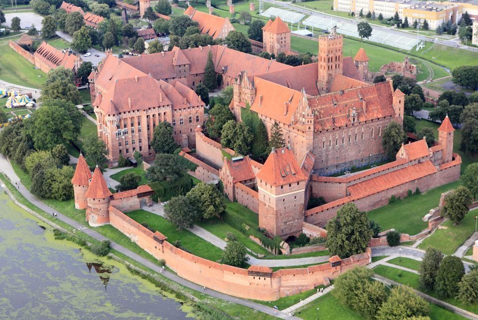 Mở rộng tầm mắt khám phá Lâu đài lớn nhất thế giới