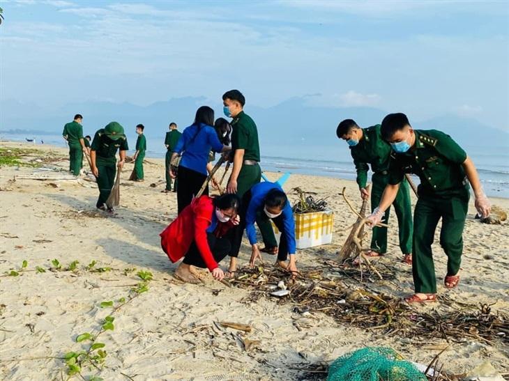 Tuổi trẻ BĐBP Đà Nẵng ra quân làm sạch biển và phòng, chống rác thải nhựa