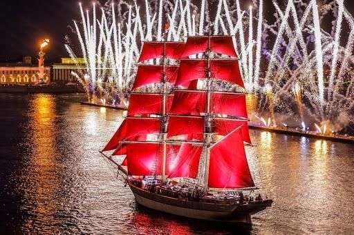 """Đến xứ sở Bạch dương, hòa mình vào lễ hội """"Cánh buồm đỏ thắm"""""""