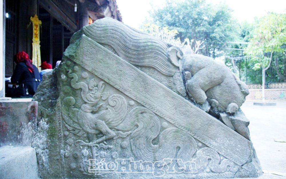 Một thành bậc đá trong hệ thống thành bậc đá chùa Hương Lãng