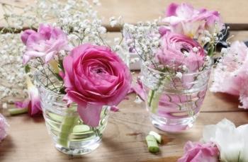 Hãy cho những thứ này vào nước cắm hoa, bạn sẽ thấy điều bất ngờ!