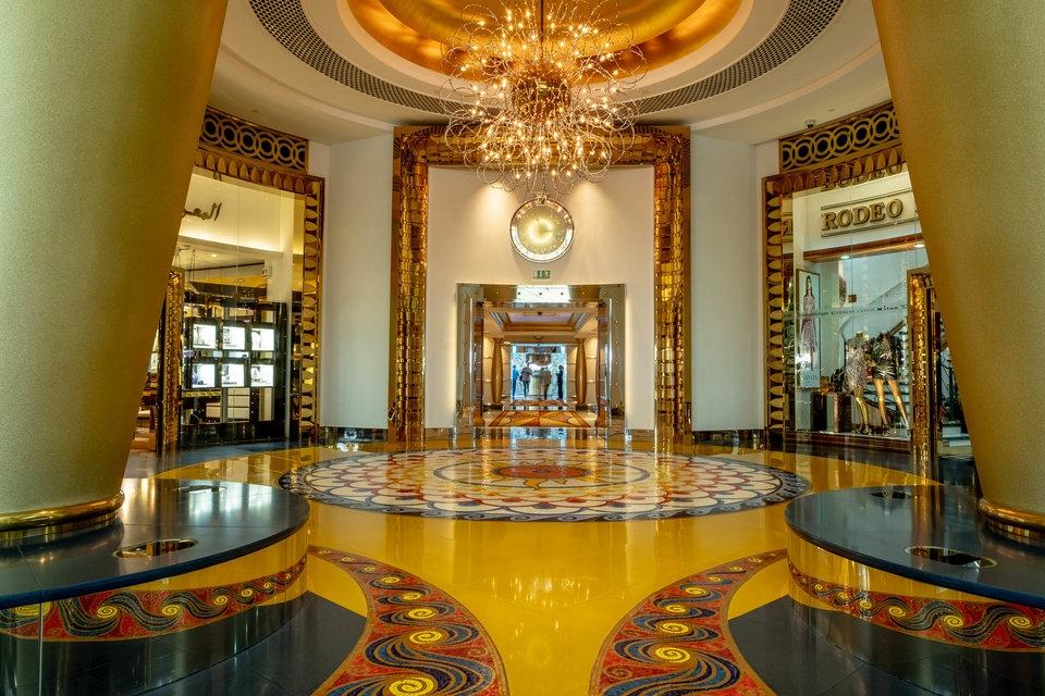 """""""Hết hồn"""" những bức ảnh về sự giàu có """"điên rồ hết chỗ nói"""" ở Dubai"""