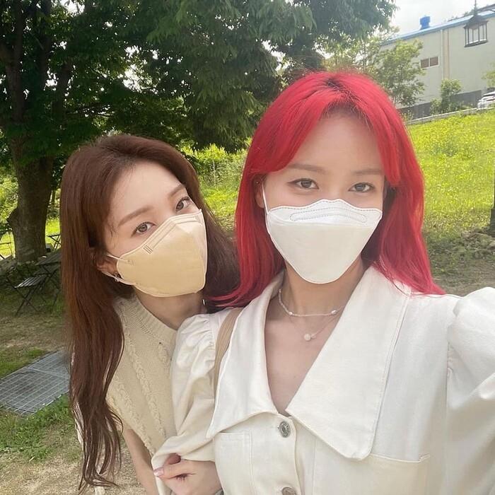 Sau loạt ảnh chụp giống nhau, rộ lên tin đồn Loco và Lee Sung Kyung