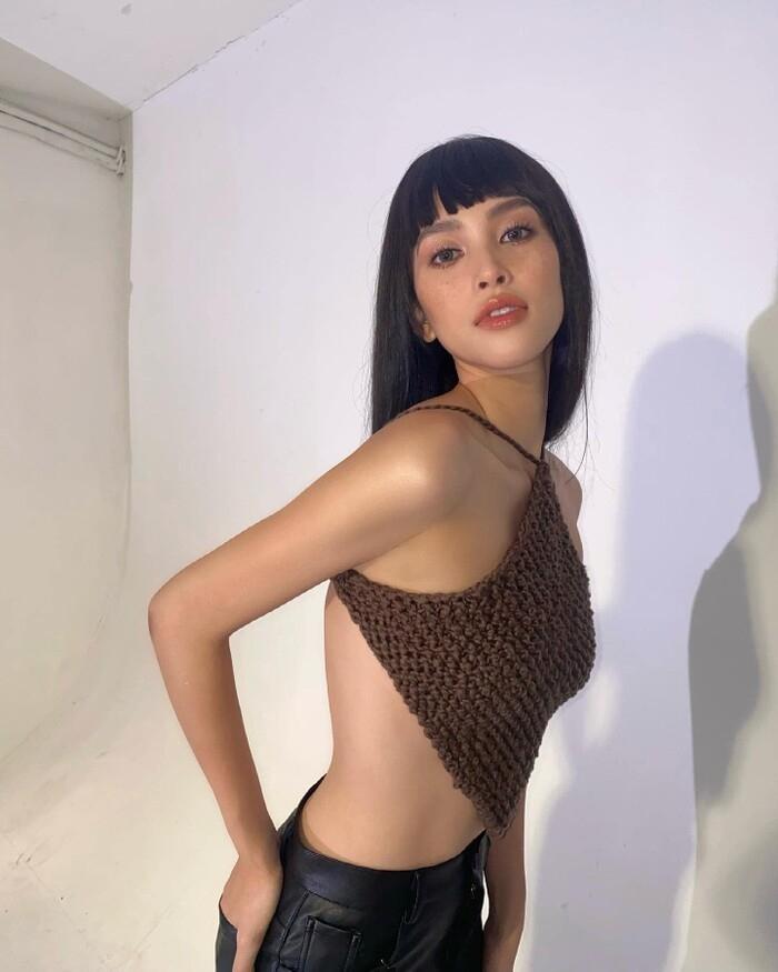 Diện áo yếm, Hoa hậu Tiểu Vy táo bạo khoe thân hình đầy đặn chuẩn 3 vòng