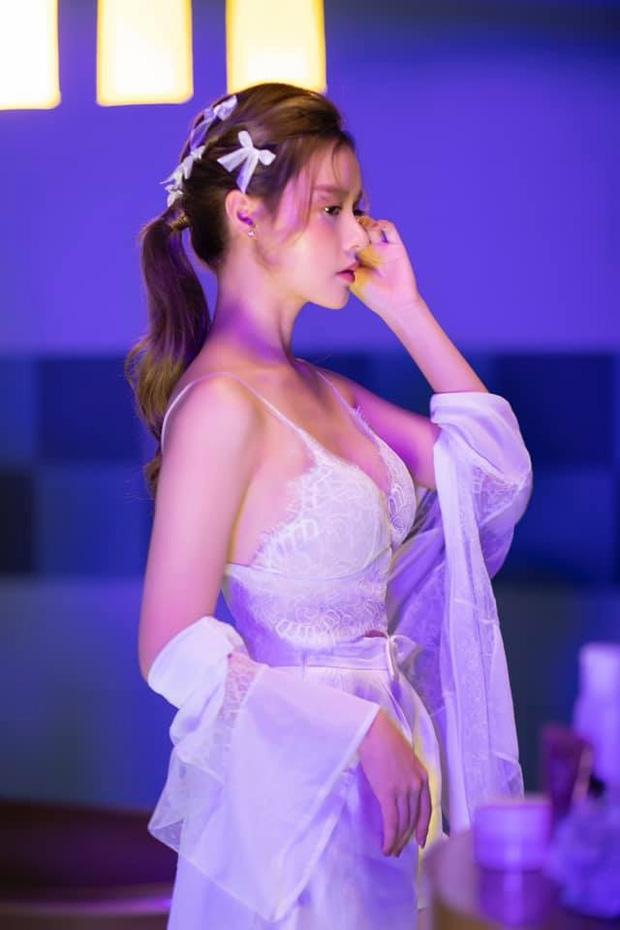 Tin hot giải trí ngày 17/7: Midu khoe nhan sắc cùng thân hình cuốn hút ở độ tuổi 30+