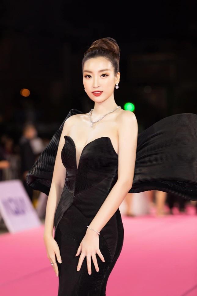 Tin hot giải trí ngày 22/7: Đỗ Thị Hà tung bộ ảnh lộng lẫy như nữ hoàng