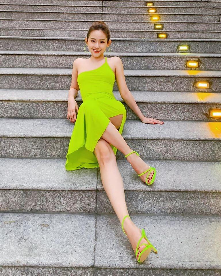Tin hot giải trí ngày 26/7: Diện gam xanh neon, dàn sao Việt vừa