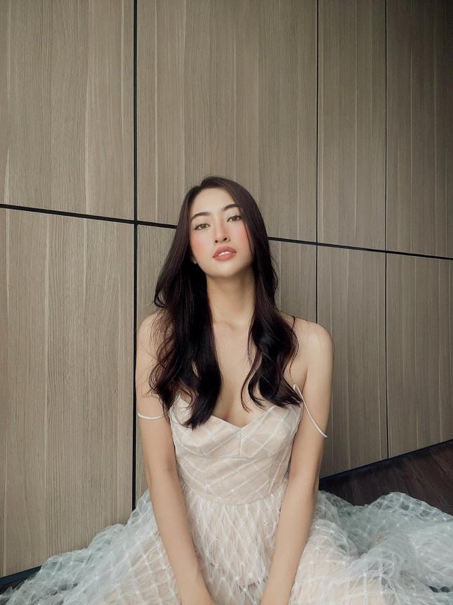 Hoa hậu Lương Thùy Linh hóa