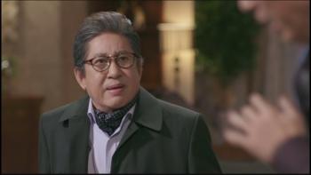 """Tài tử gạo cội Kim Yong Gun bị tố """"ép bạn gái kém 39 tuổi phá thai"""""""