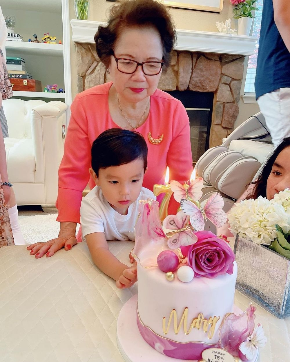 Tin hot giải trí ngày 18/9: Sau ồn ào sao kê, Thủy Tiên có làm từ thiện nữa không?