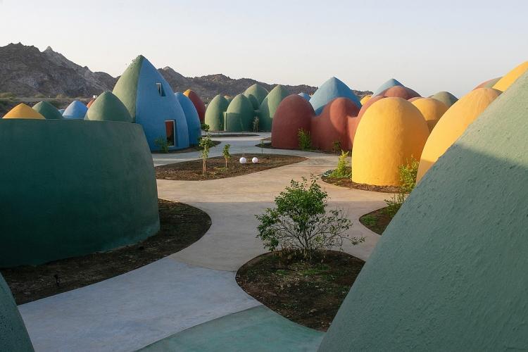 """Kiến trúc mái vòm rực rỡ ở """"Hòn đảo Cầu Vồng"""""""