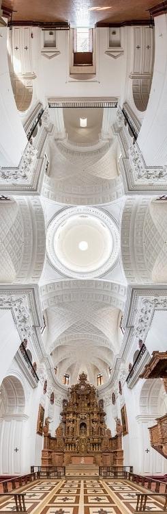 Bộ sưu tập nhà thờ độc đáo chụp theo chiều thẳng đứng của nhiếp ảnh gia người Mỹ