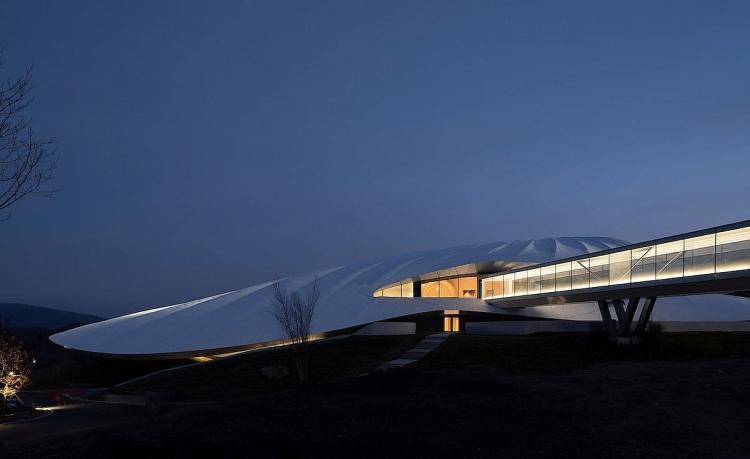 Chiêm ngưỡng kiến trúc tao nhã được lấy cảm hứng từ kinh nghiệm cắm trại nơi hoang dã