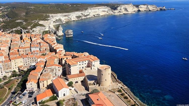 Thị trấn bí mật được giữ kín tốt nhất của Pháp