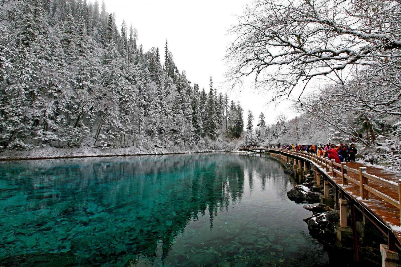 Những hồ nước đẹp như tranh tạo nên khung cảnh thần tiên trên Trái đất - 3