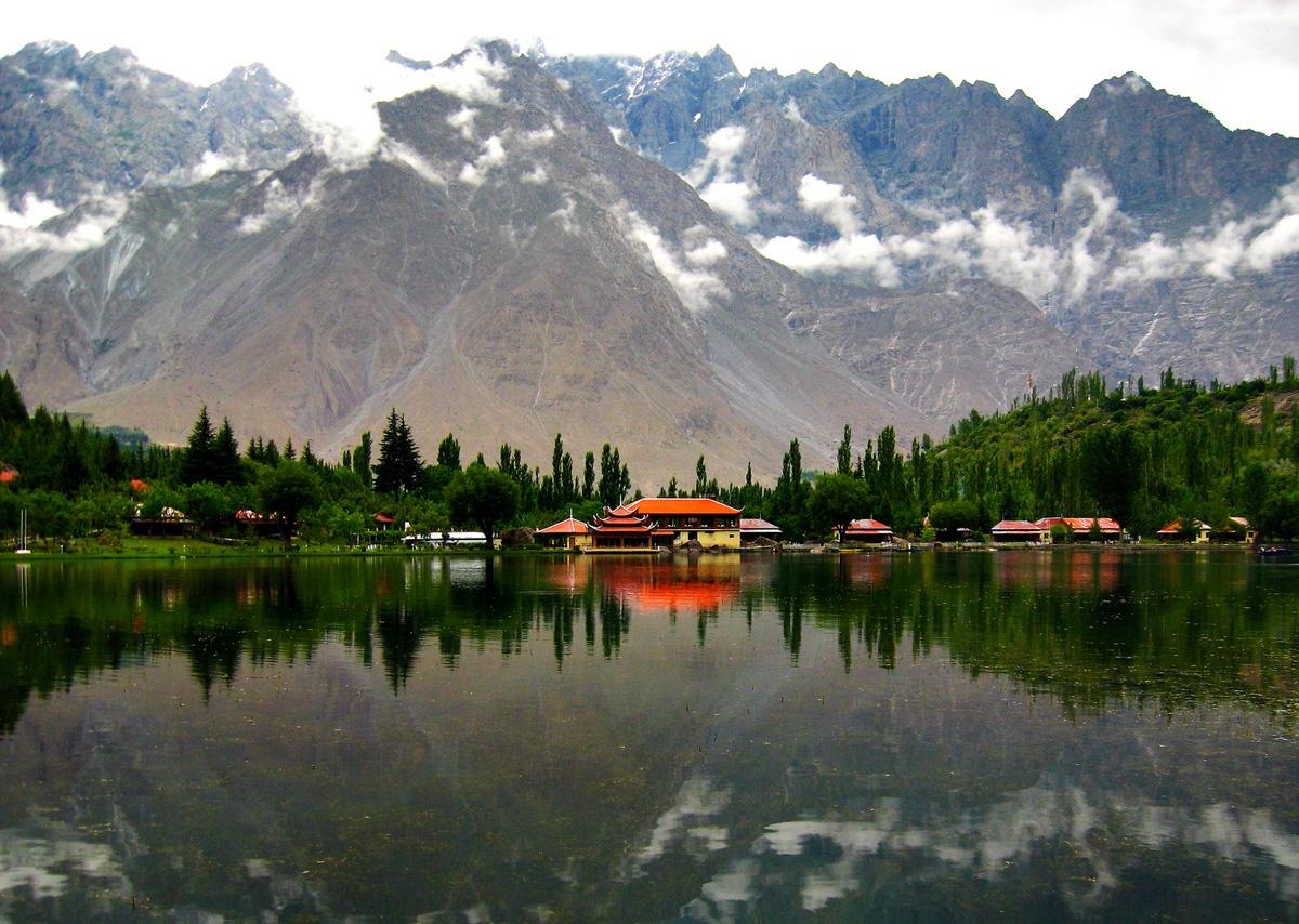 Những hồ nước đẹp như tranh tạo nên khung cảnh thần tiên trên Trái đất - 7