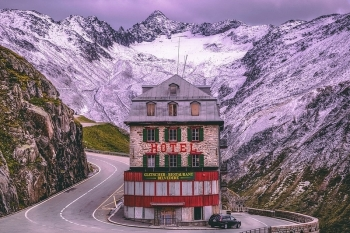 Điều đặc biệt của khách sạn có bốn mặt tiền bị bỏ hoang ở Thụy Sĩ